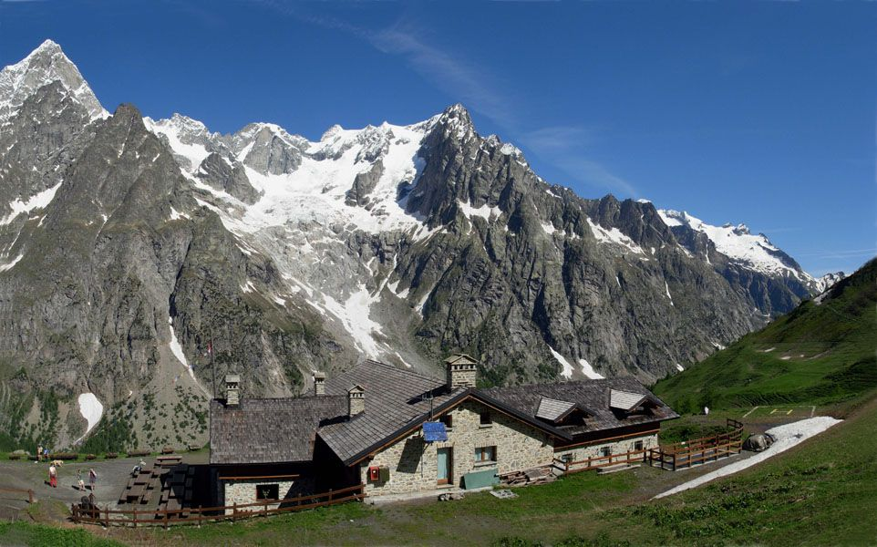 hiking in courmayeur mont blanc nonatti with guide