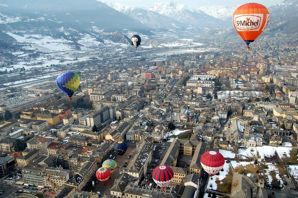 hot air ballon group flight alps