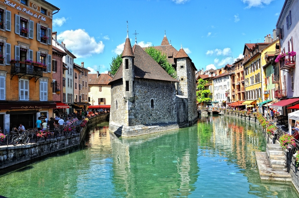 Guided Tour In Annecy Lake Patisseries And Cheese Tasting France